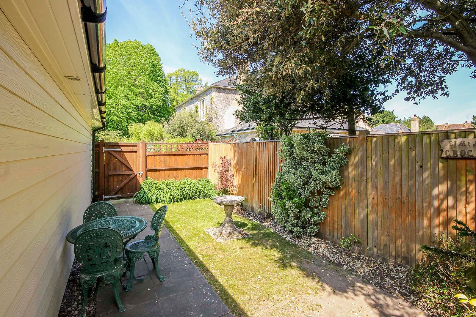 2 bed bungalow for sale in Preston Paddock 11