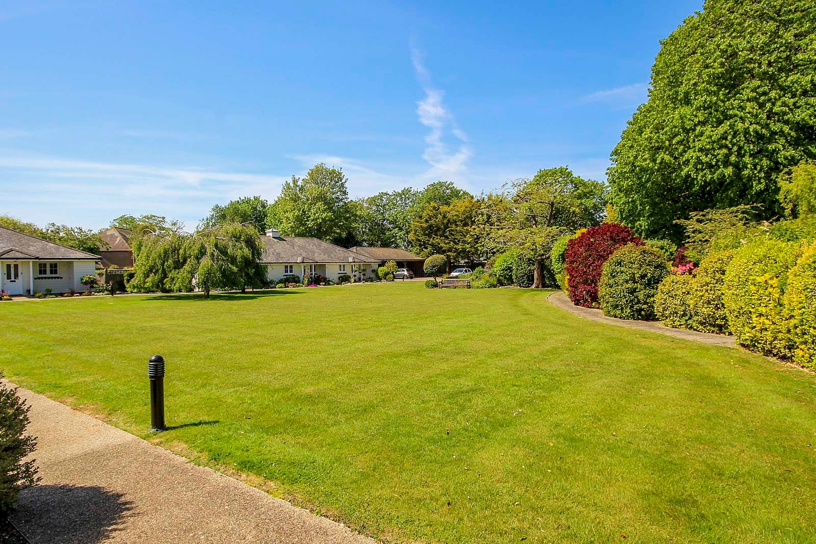 2 bed bungalow for sale in Preston Paddock 12
