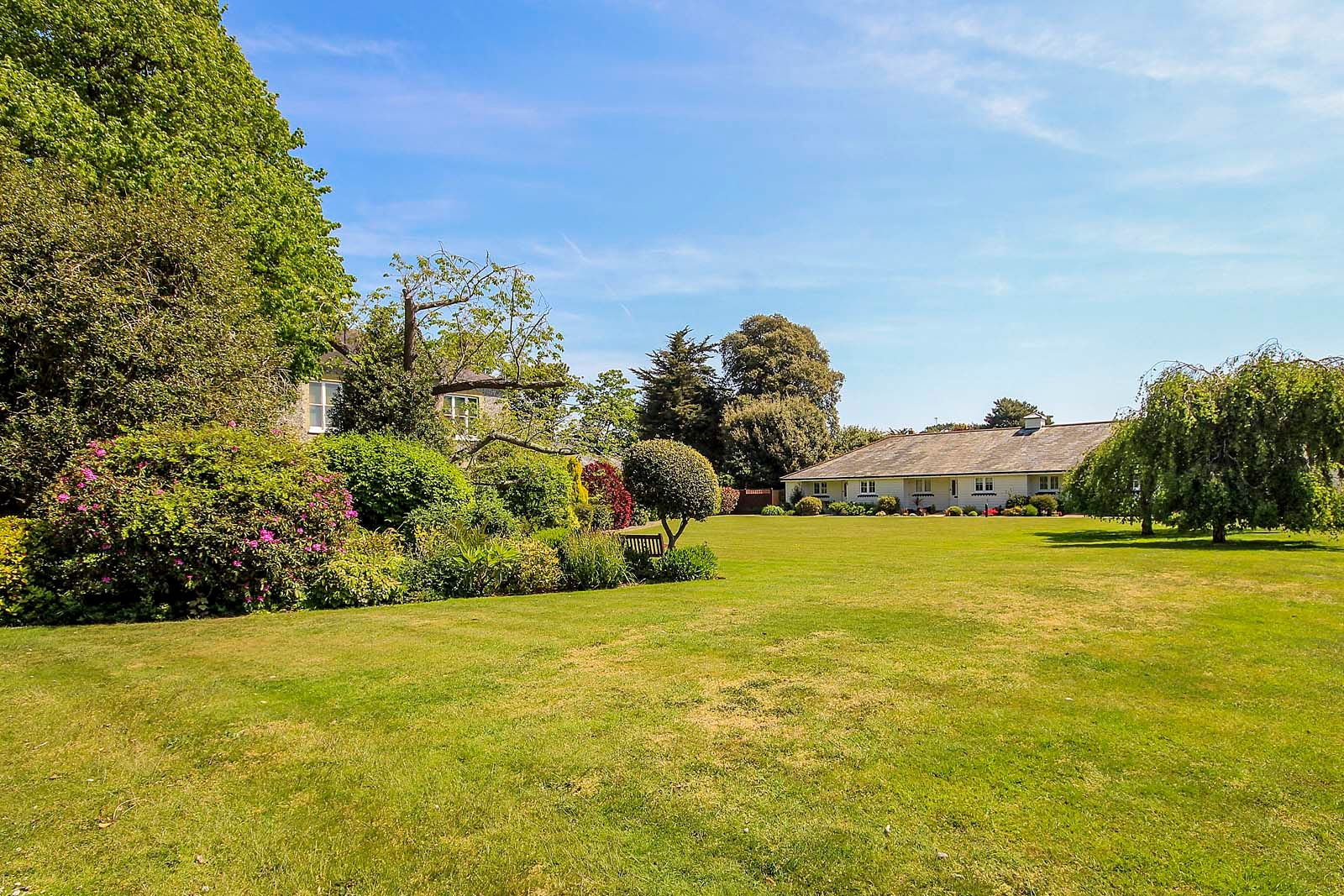 2 bed bungalow for sale in Preston Paddock 13