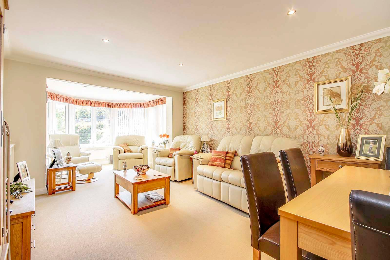 2 bed bungalow for sale in Preston Paddock 6