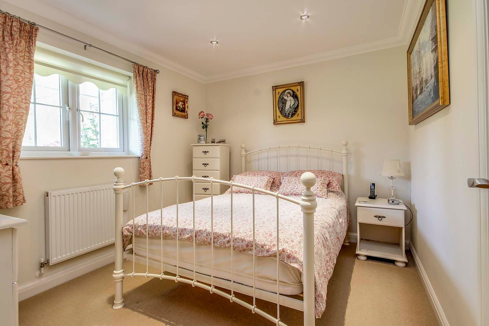 2 bed bungalow for sale in Preston Paddock 7