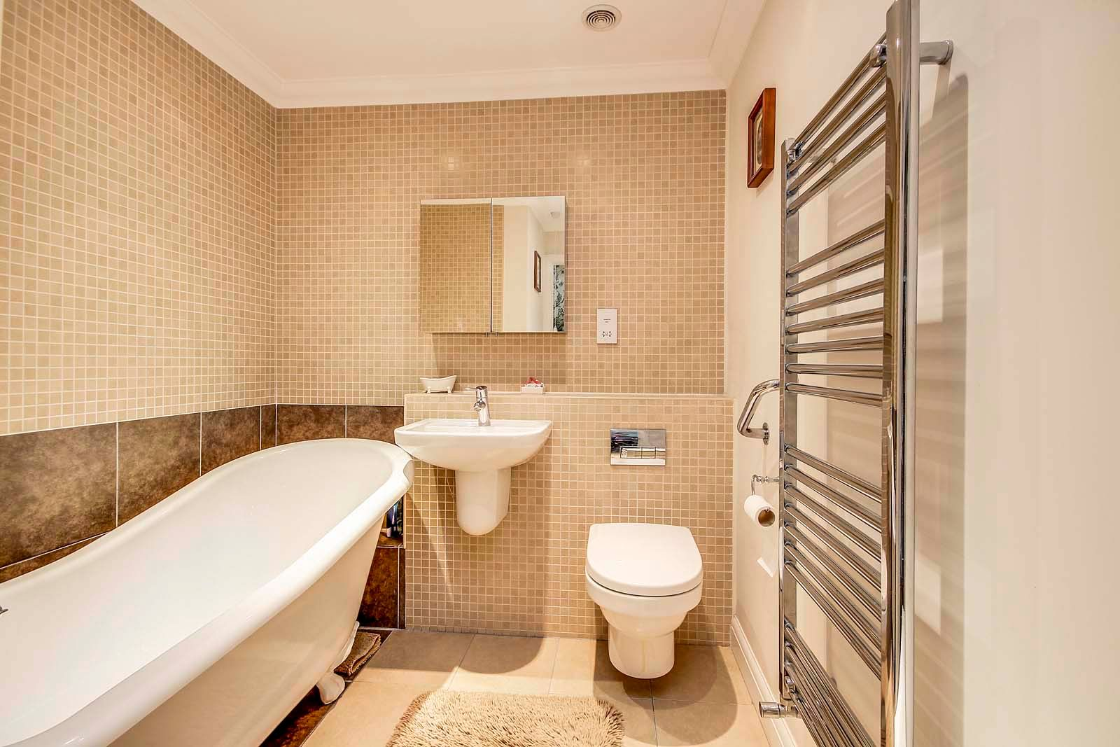 2 bed bungalow for sale in Preston Paddock 8