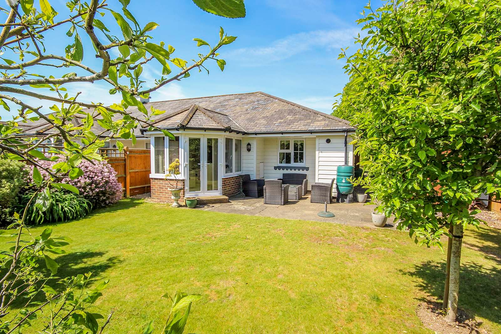 2 bed bungalow for sale in Preston Paddock 9