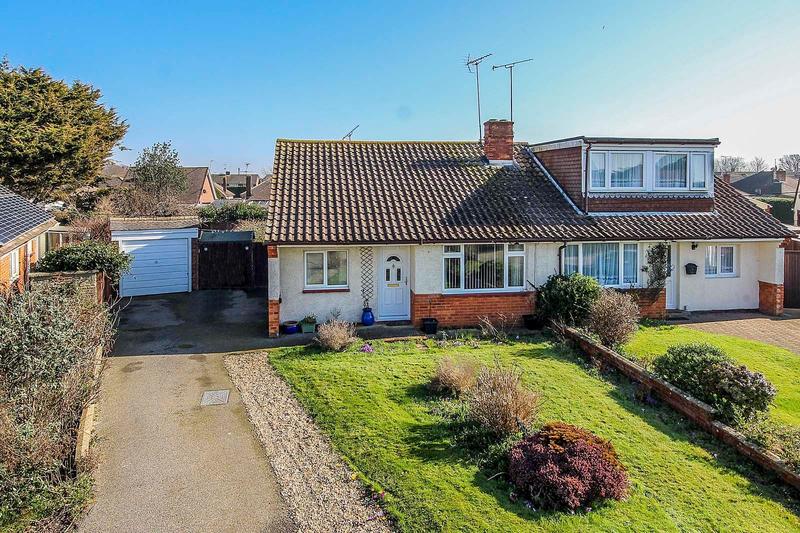 3 bed bungalow for sale in Mill Close  - Property Image 1