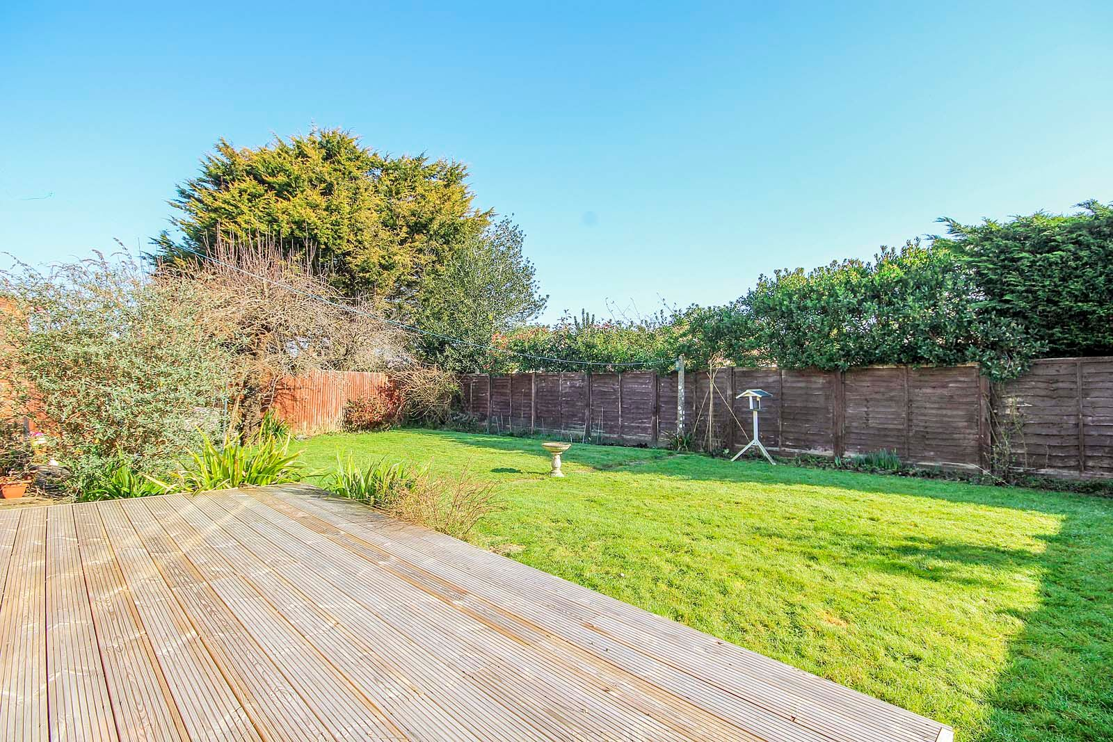 3 bed bungalow for sale in Mill Close 2