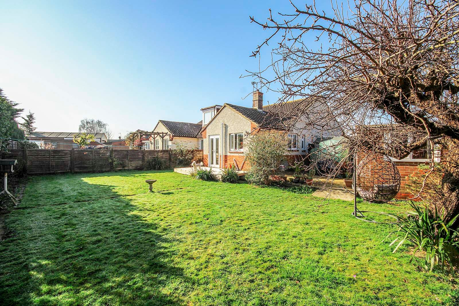3 bed bungalow for sale in Mill Close 11