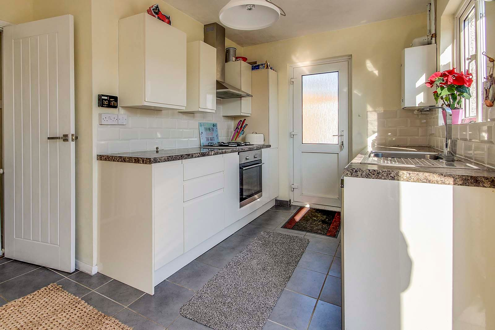 3 bed bungalow for sale in Mill Close 5