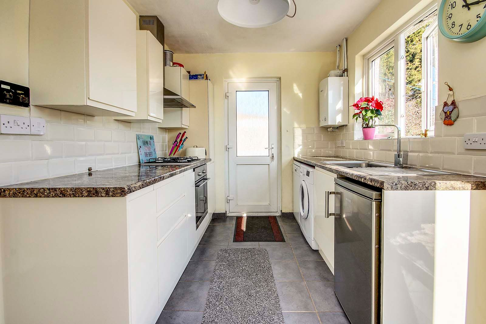 3 bed bungalow for sale in Mill Close 8