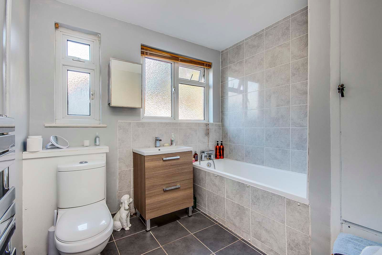 3 bed bungalow for sale in Mill Close 9