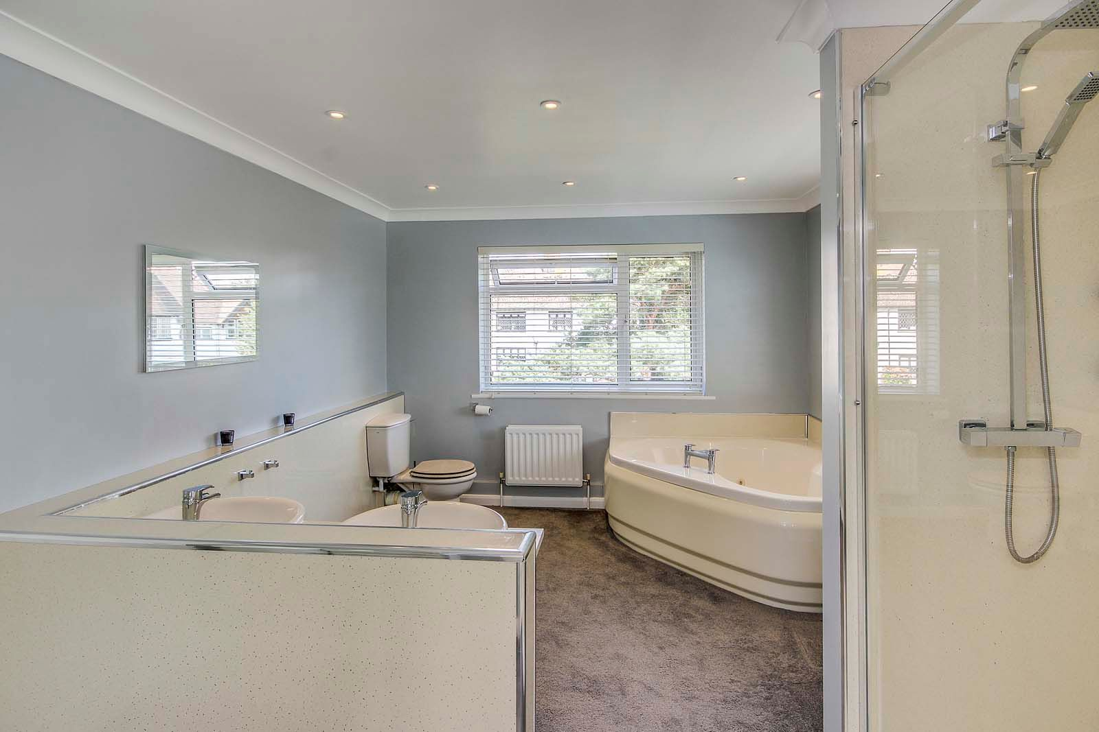 4 bed house for sale in The Roundway  - Property Image 11