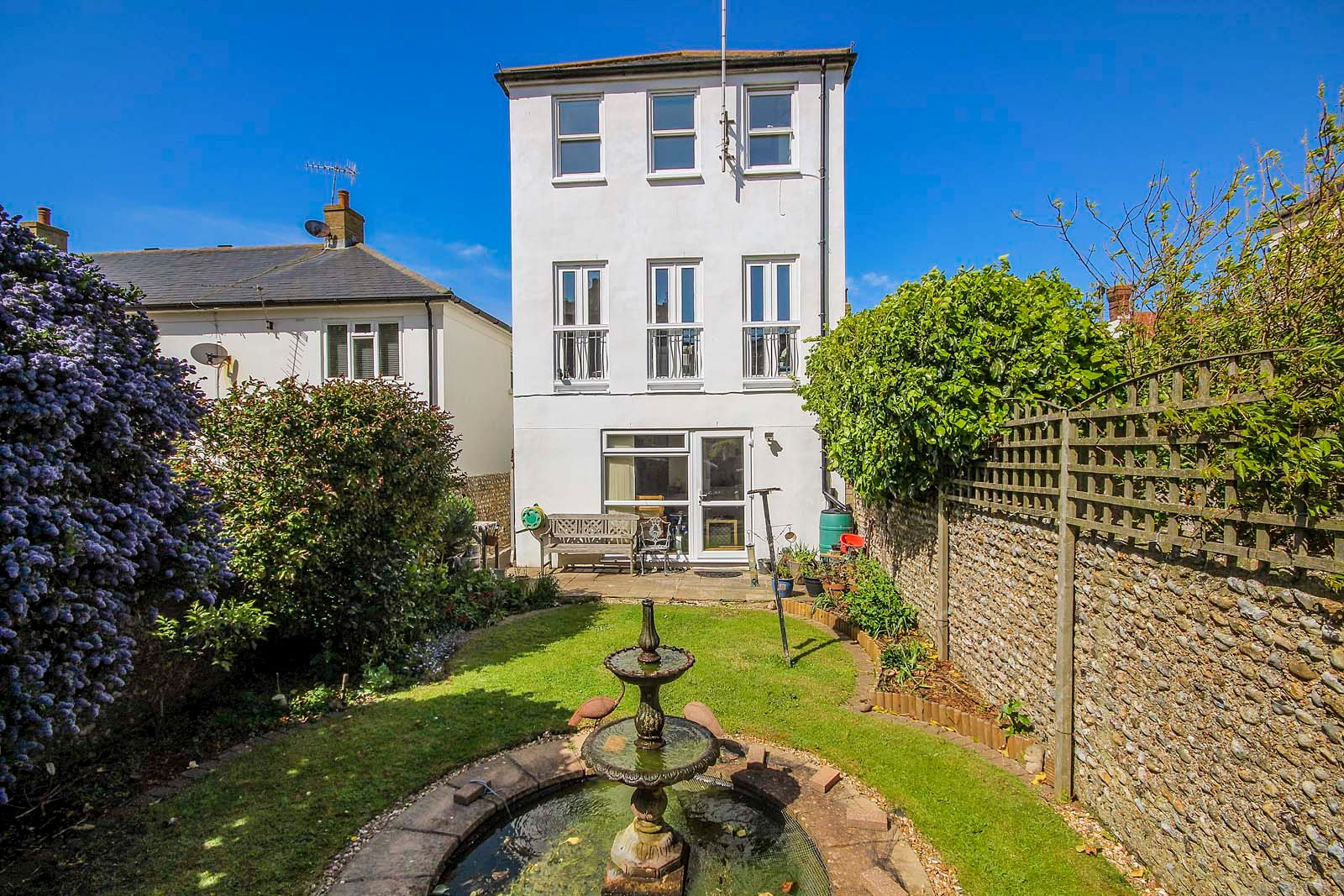 4 bed house for sale in Western Road 1