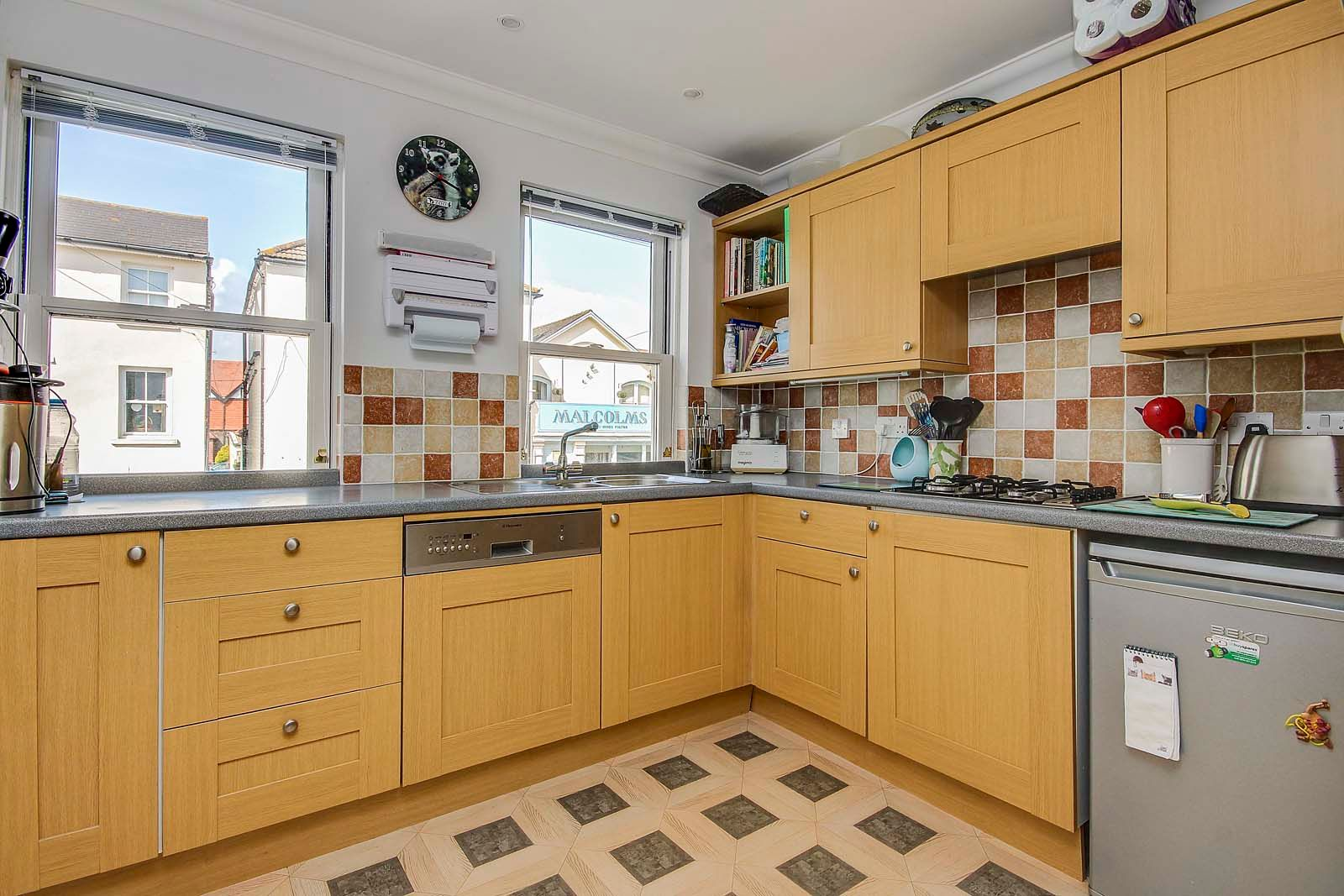 4 bed house for sale in Western Road 12