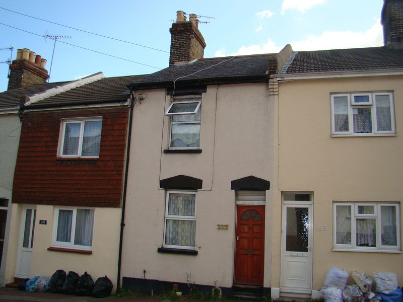 3 bed house to rent in Castle Road