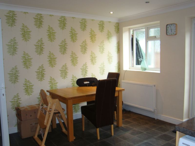 3 bed  to rent on Dial Road  - Property Image 5