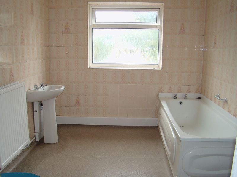 3 bed house to rent in Gillingham Road  - Property Image 4