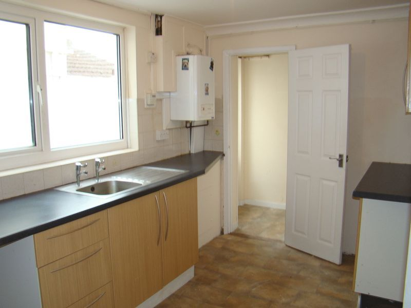 3 bed house to rent in Gillingham Road  - Property Image 5