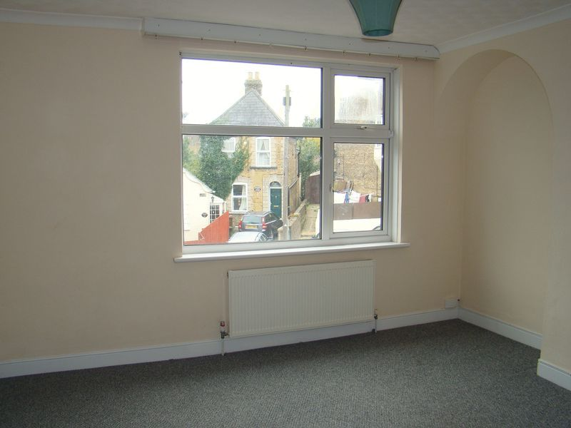 3 bed house to rent in Gillingham Road  - Property Image 6