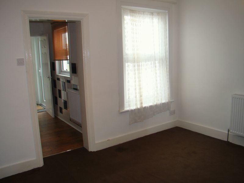 3 bed  to rent on Eva Road  - Property Image 5