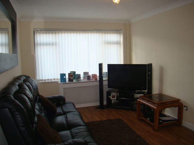 3 bed  to rent on Henry Street  - Property Image 7