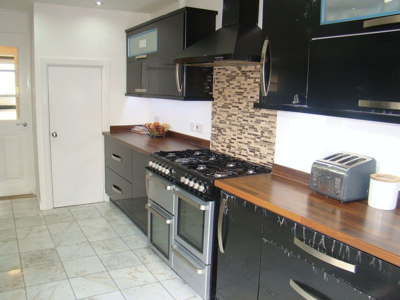 3 bed  to rent on Henry Street  - Property Image 10