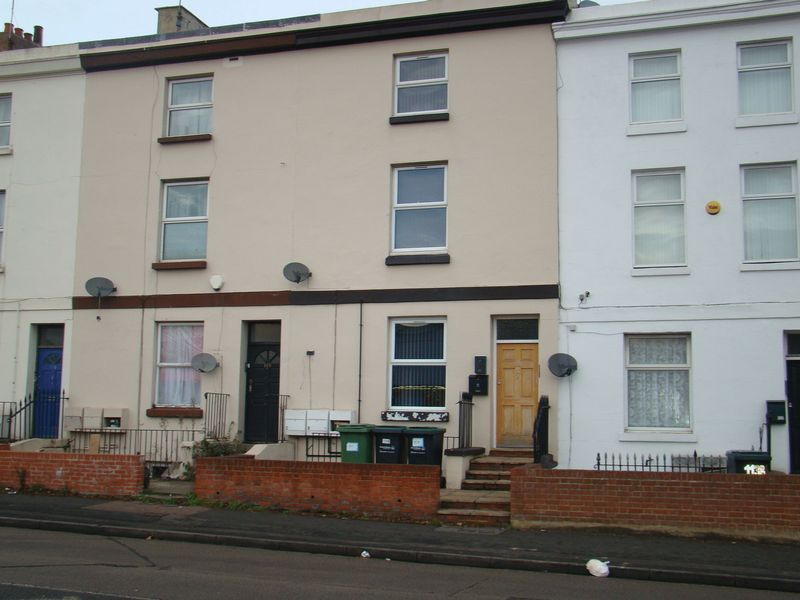 Flat to rent in London Road