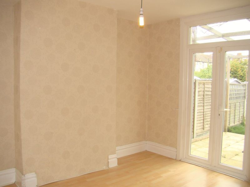 3 bed house to rent in Mcleod Road  - Property Image 3