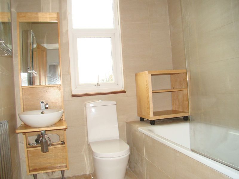 3 bed house to rent in Mcleod Road  - Property Image 5