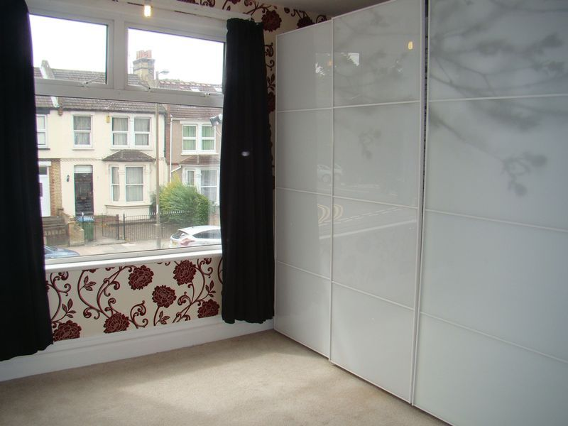 3 bed house to rent in Mcleod Road  - Property Image 6