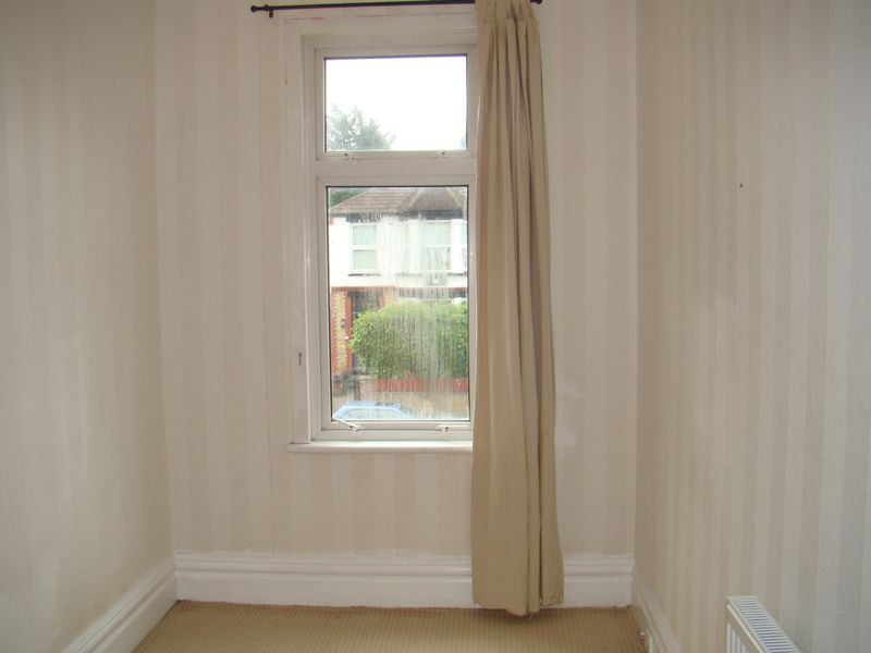 3 bed house to rent in Mcleod Road  - Property Image 8