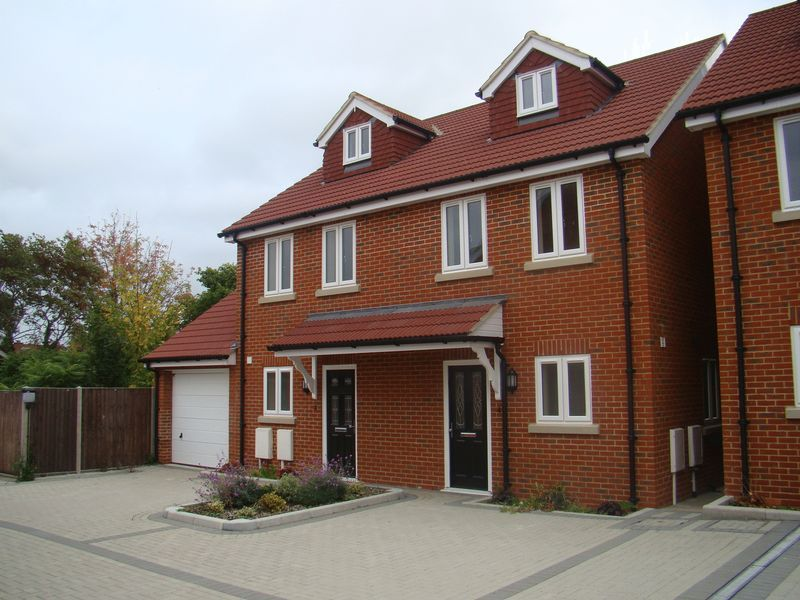 3 bed house to rent in Granary Close  - Property Image 1
