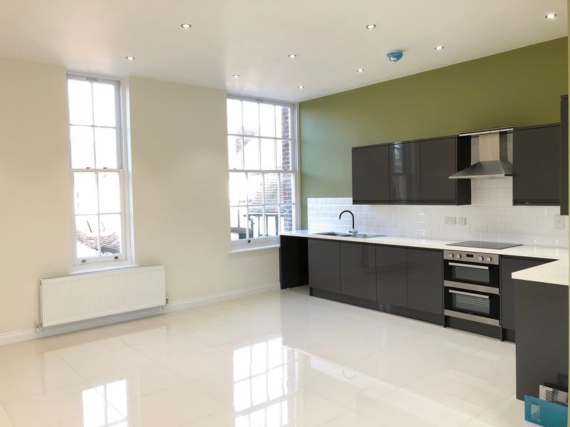 2 bed flat to rent in High Street  - Property Image 3