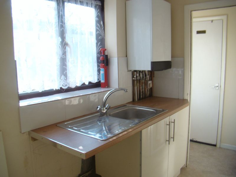 2 bed house to rent in Fox Street  - Property Image 2