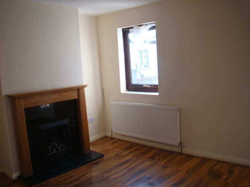 2 bed  to rent on Fox Street  - Property Image 6