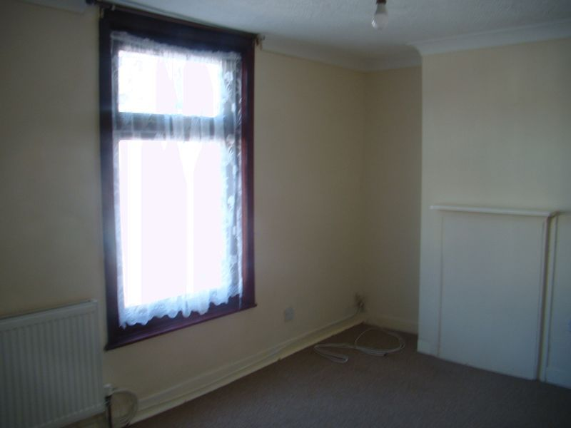 2 bed  to rent on Fox Street  - Property Image 10