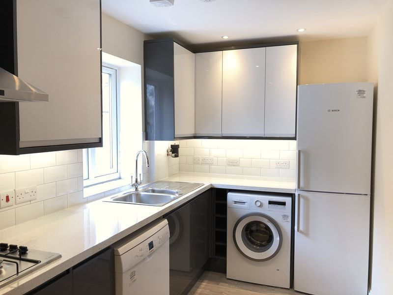 4 bed house to rent in Granary Close  - Property Image 1