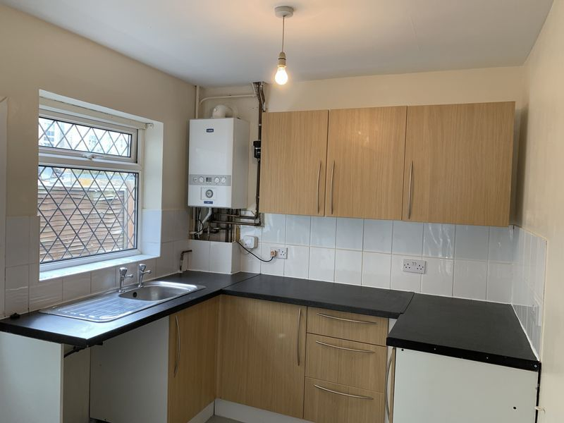 2 bed house to rent in Barnsole Road