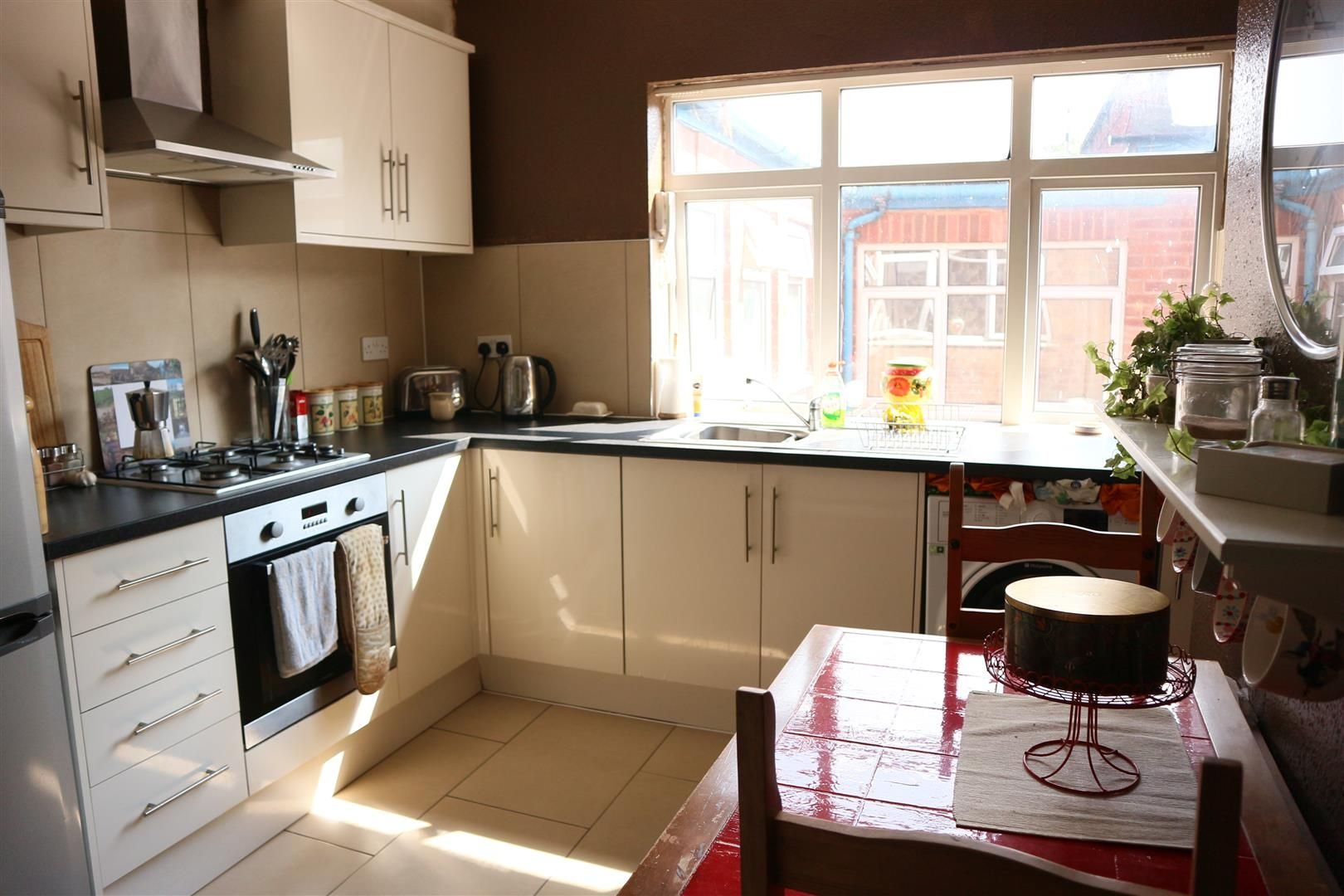 3 bed flat for sale  - Property Image 4