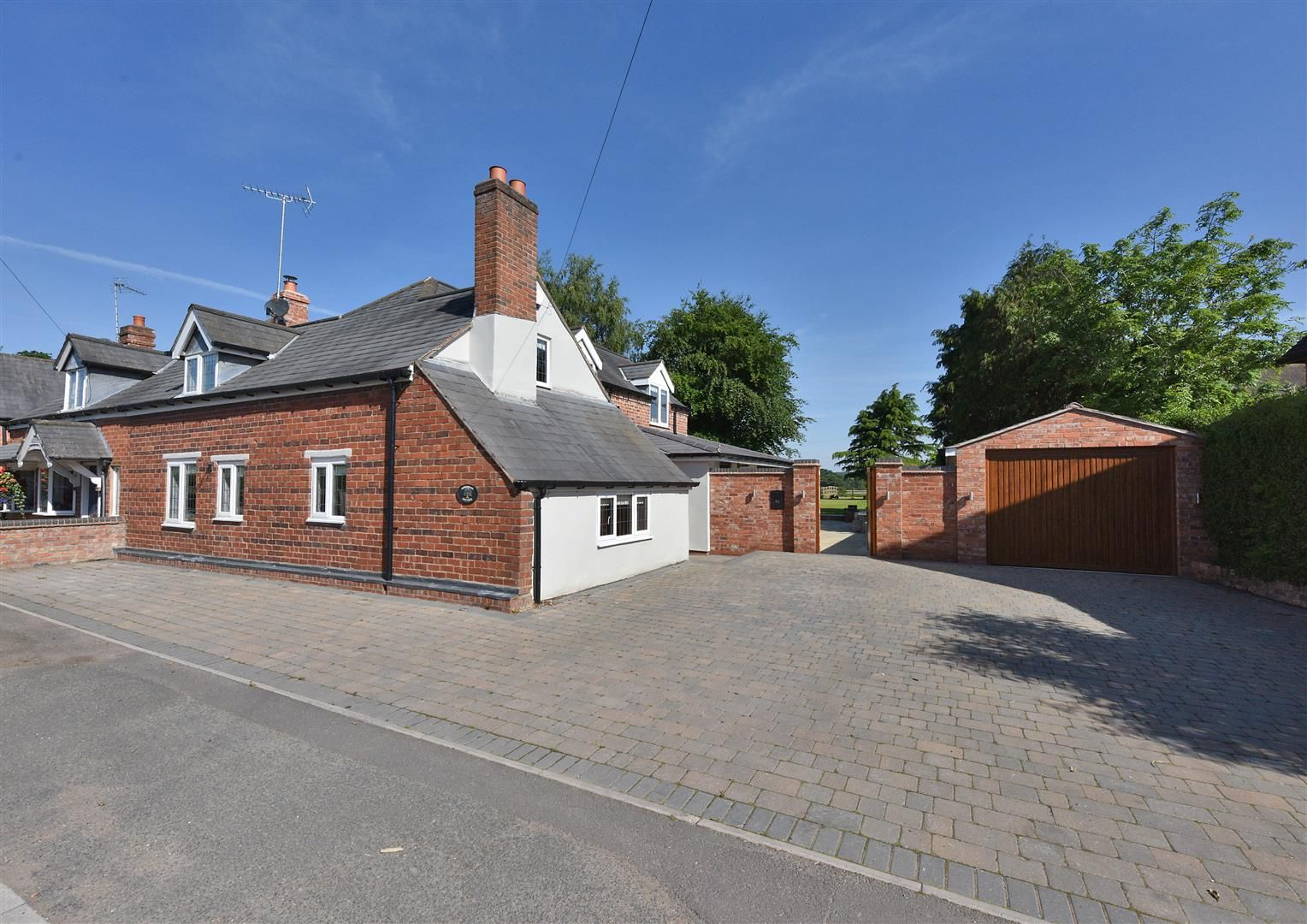 4 bed house for sale in Belbroughton  - Property Image 31