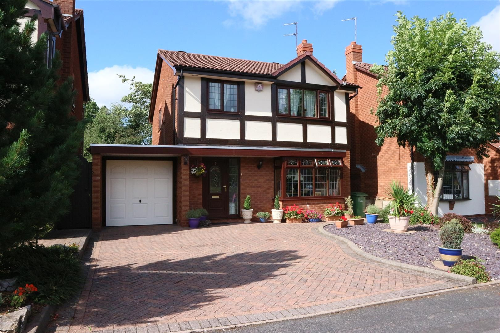 4 bed detached for sale, DY6