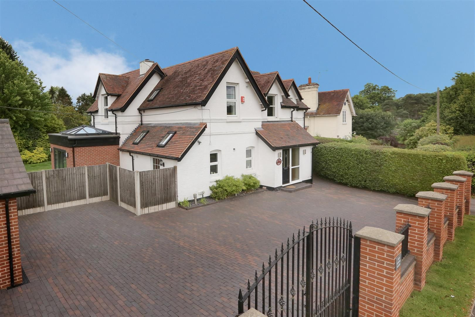 4 bed house for sale in Churchill - Property Image 1