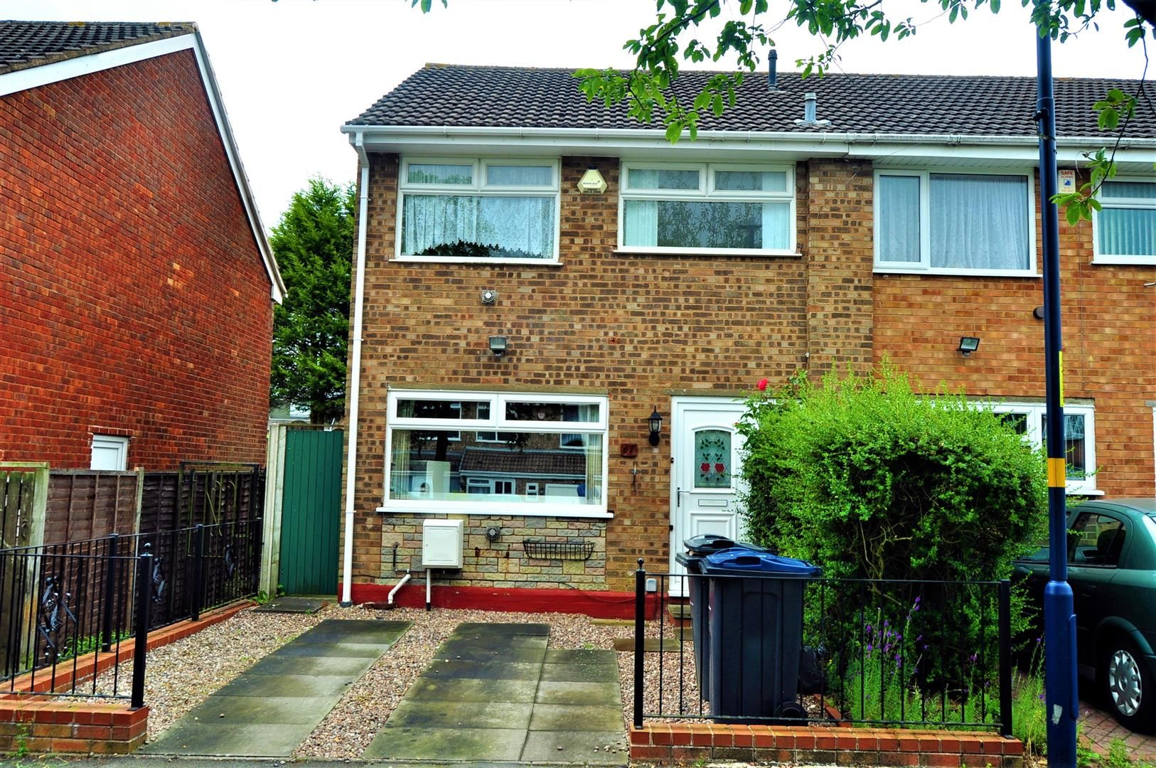 3 bed end-of-terrace for sale in Quinton - Property Image 1
