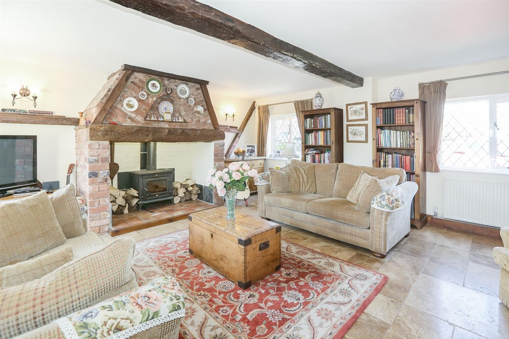 3 bed house for sale in Hagley 2
