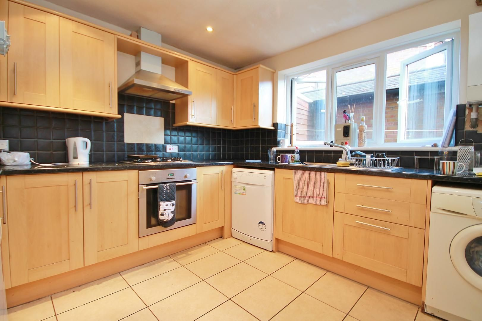 5 bed house for sale in Robin Crescent  - Property Image 9