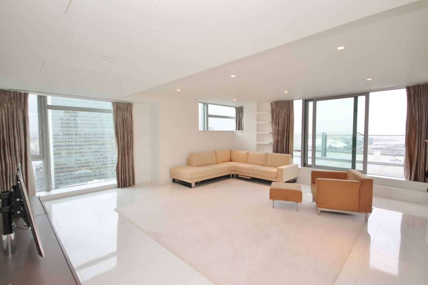 3 bed flat to rent in Pan Peninsula Square  - Property Image 1