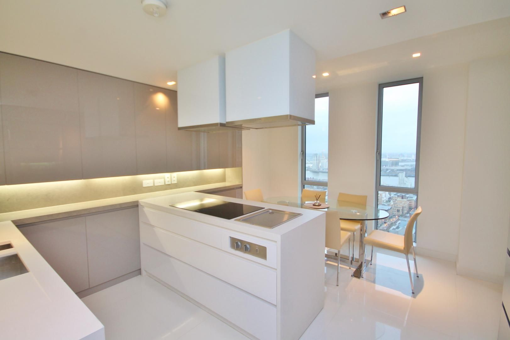3 bed flat to rent in Pan Peninsula Square  - Property Image 9