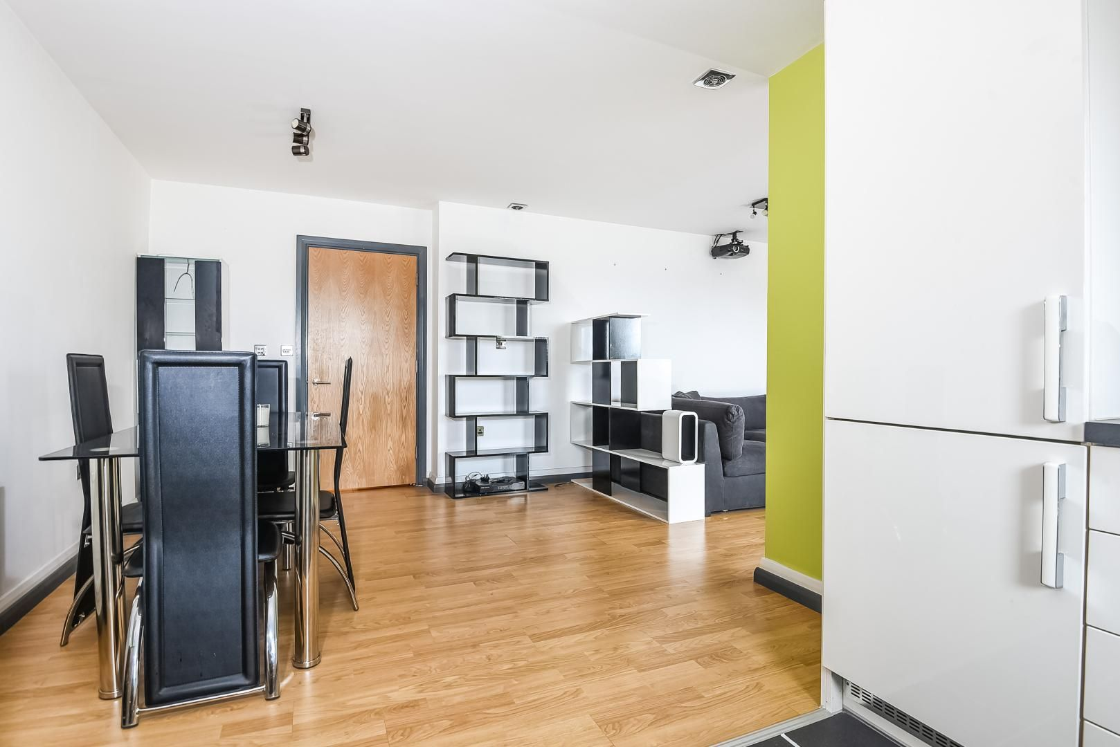 1 bed flat for sale in Station Way  - Property Image 3