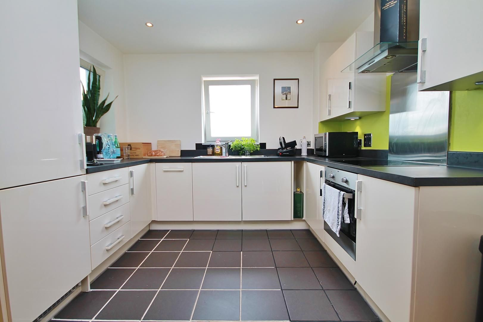 1 bed flat for sale in Station Way  - Property Image 6