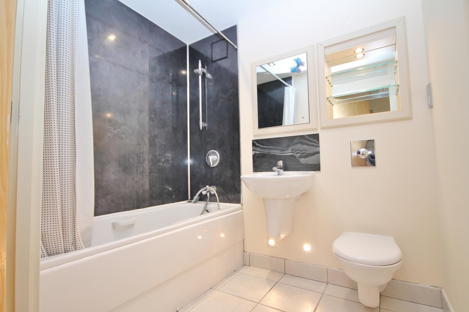 2 bed flat for sale in Millharbour  - Property Image 5