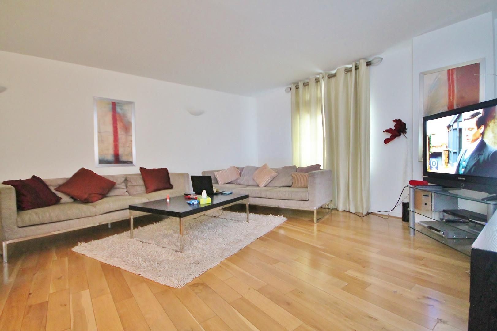 3 bed flat for sale in Western Gateway - Property Image 1