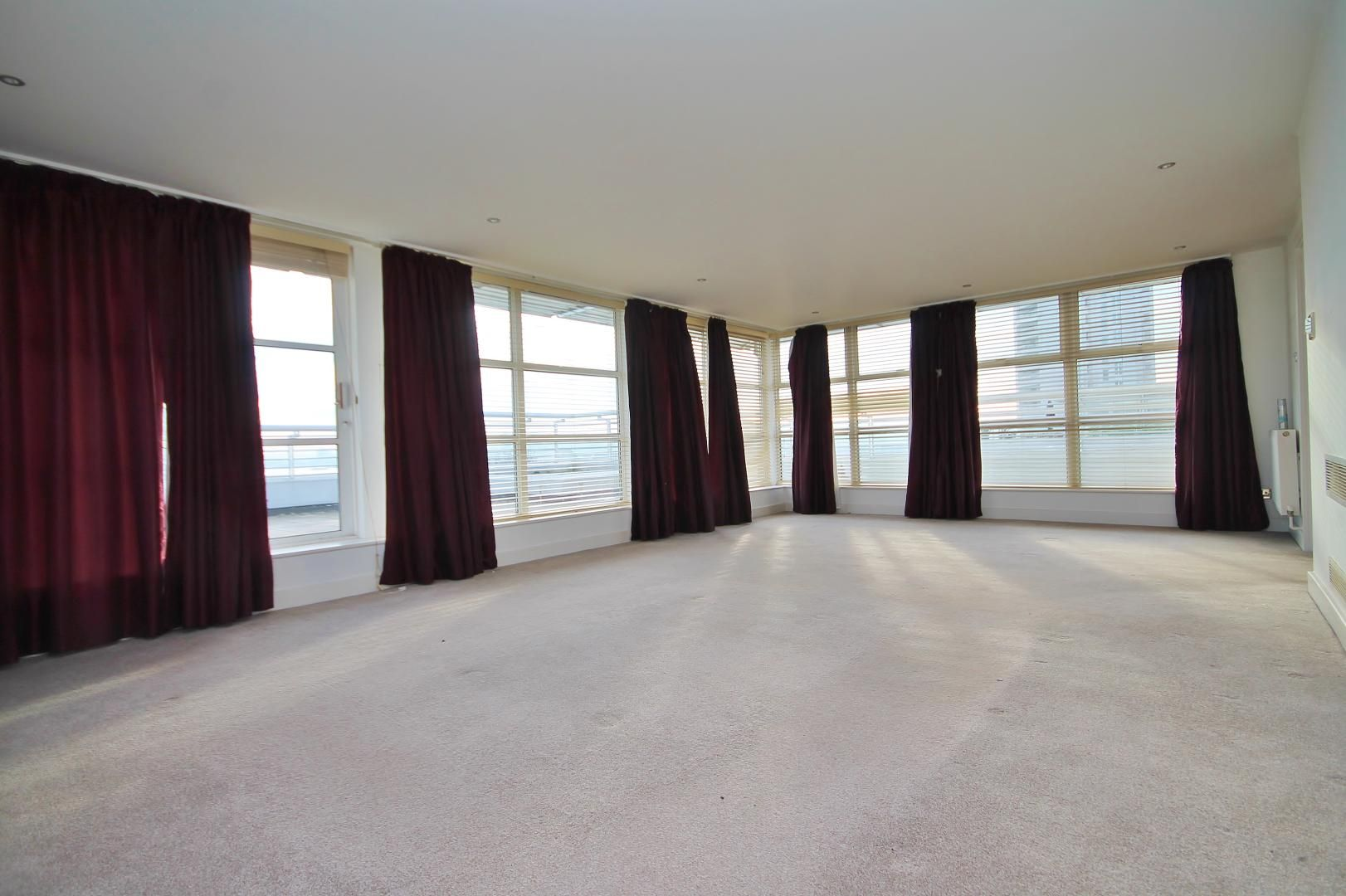 3 bed flat for sale in Barrier Point  - Property Image 2